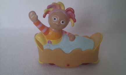 Adorable 'Upsy Daisy' in her Bed Push Along In the Night Garden Toy